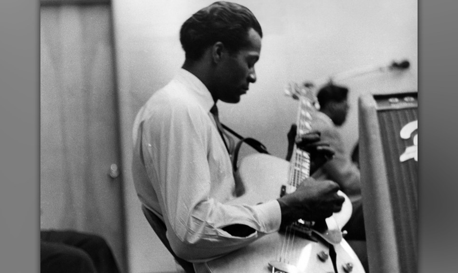 UNITED STATES - JANUARY 01:  Photo of Chuck BERRY; Chuck Berry performing in a recording studio,  (Photo by Charlie Gillett C