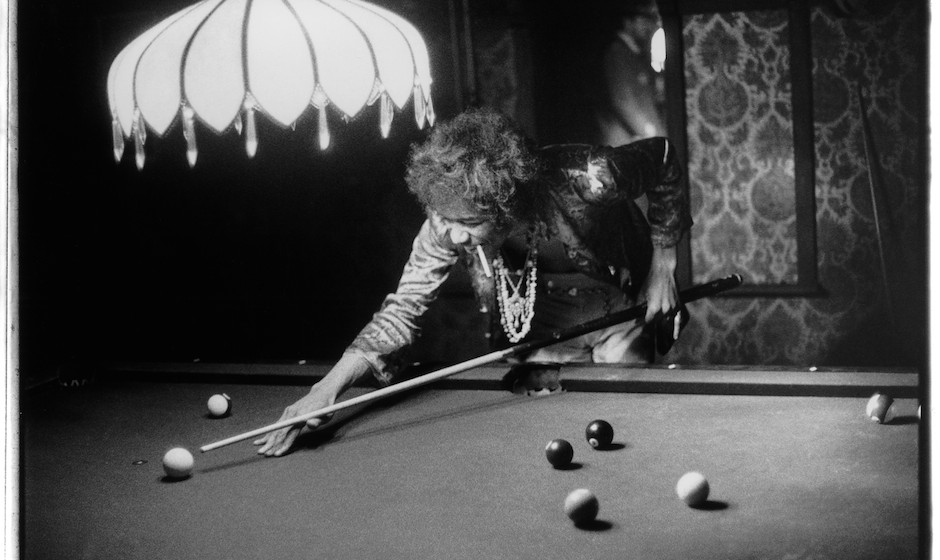 LOS ANGELES, CA - JULY 1:  Guitarist Jimi Hendrix shoots pool at the Bel Air home of John and Michelle Phillips on July 1, 19