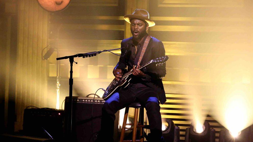 THE TONIGHT SHOW STARRING JIMMY FALLON -- Episode 0588 -- Pictured: Musical guest Gary Clark Jr. performs on December 09, 201