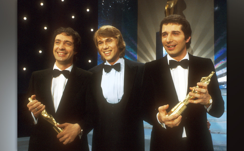 Roland Kaiser, Oliver Onions, Fernseh-Show 'Die schoensten Melodien der Welt', Preis, Smoking, (Photo by Peter Bischoff/Getty
