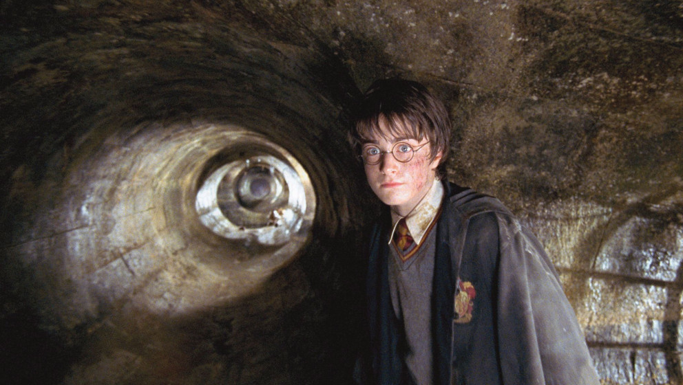 Quality: Original.  Film Title: Harry Potter And The Chamber Of Secrets. Caption: DANIEL RADCLIFFE as Harry Potter in a sce