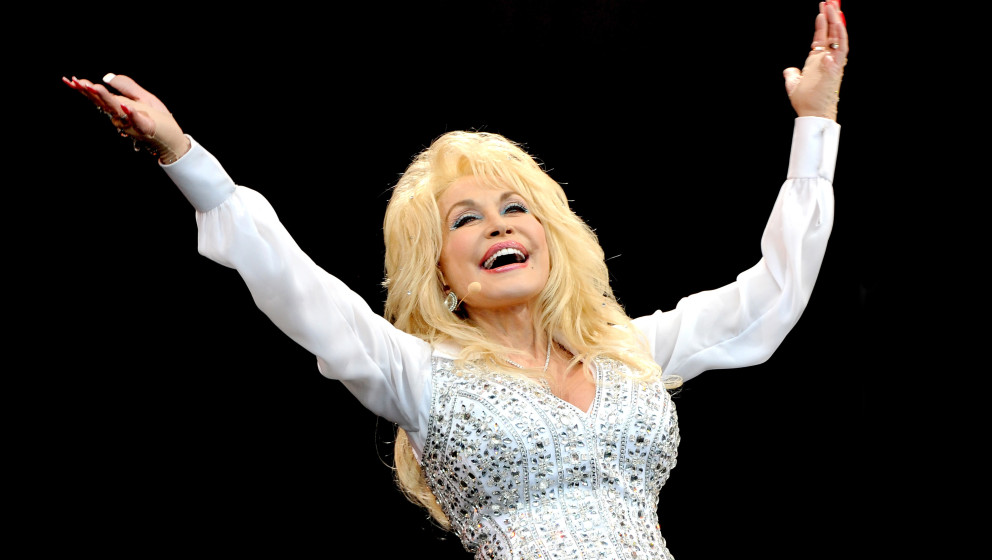 GLASTONBURY, ENGLAND - JUNE 29:  Dolly Parton performs on The Pyramid Stage on Day 3 of the Glastonbury Festival at Worthy Fa