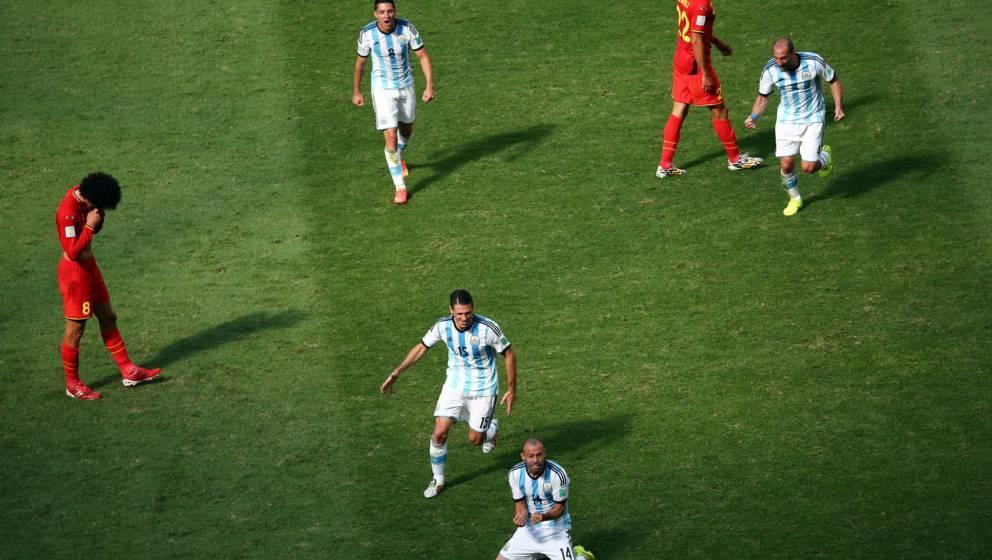 BRASILIA, BRAZIL - JULY 05:  Pablo Zabaleta, Martin Demichelis and Enzo Perez of Argentina celebrate defeating Belgium 1-0 as