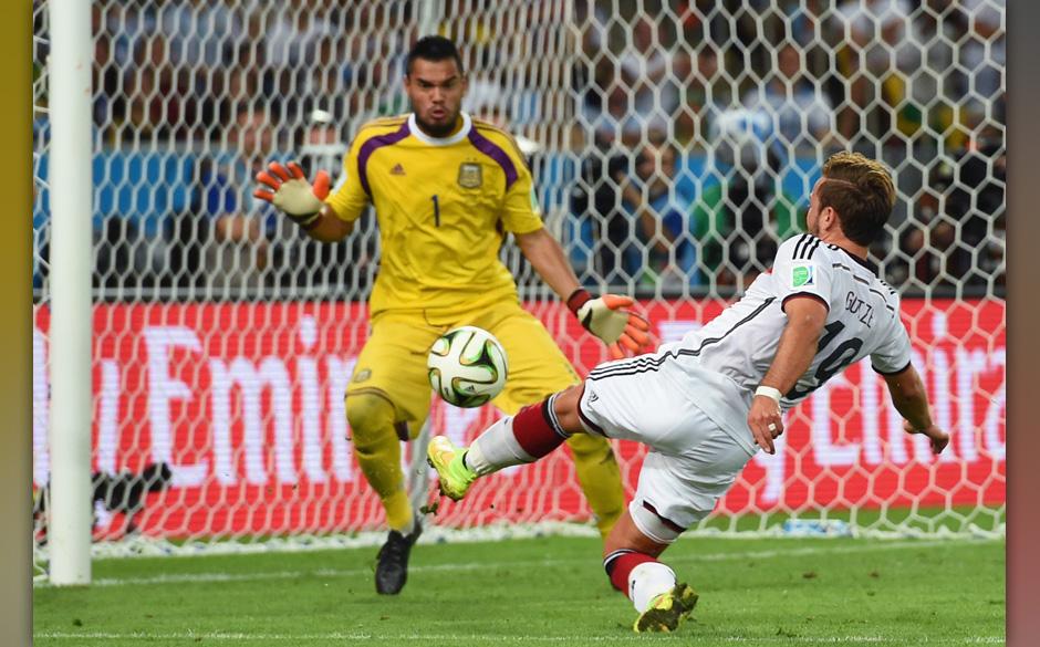 RIO DE JANEIRO, BRAZIL - JULY 13:  Mario Goetze of Germany scores his team's first goal past Sergio Romero of Argentina in ex