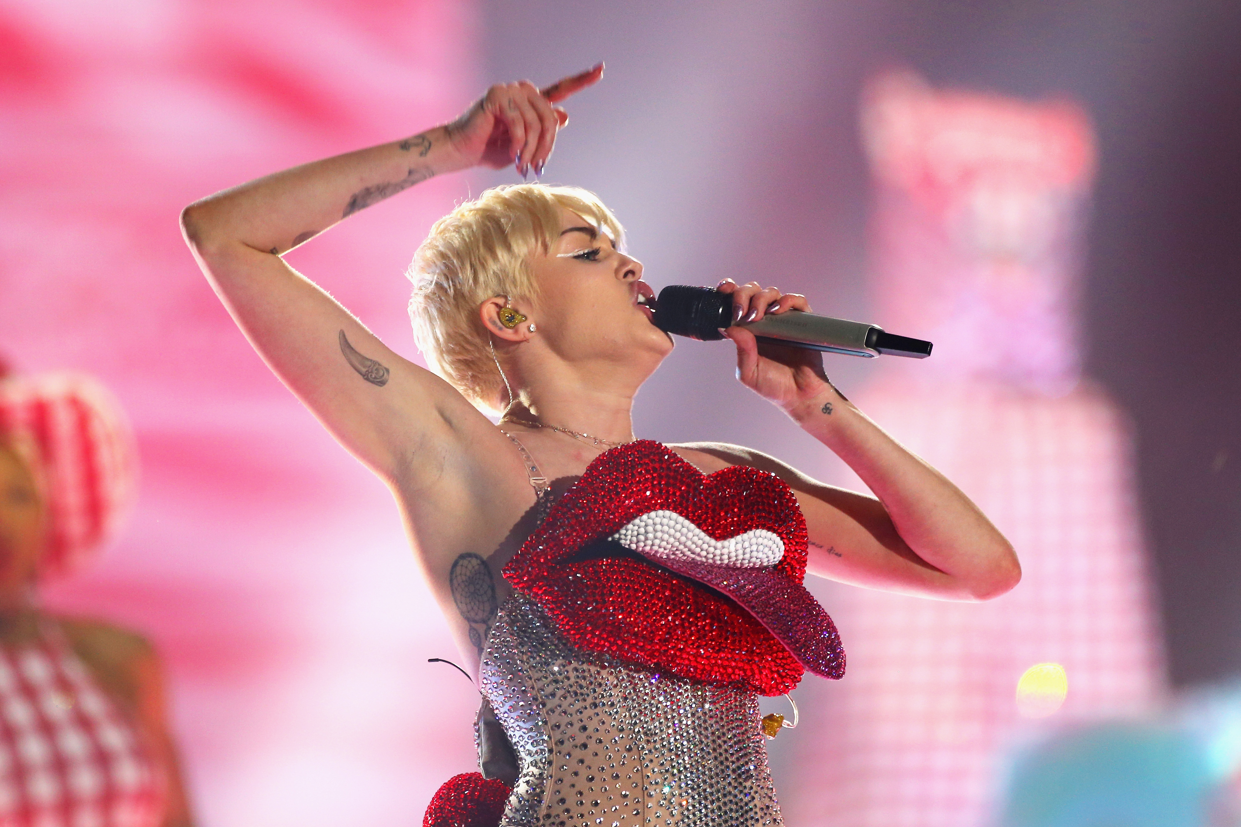 LONDON, ENGLAND - MAY 06:  Miley Cyrus performs live on stage at 02 Arena on May 6, 2014 in London, England.  (Photo by Simon