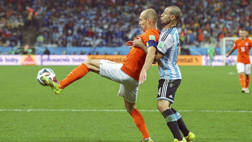 (L-R) Arjen Robben of Holland, Javier Mascherano of Argentina during the match between The Netherlands and Argentina on July