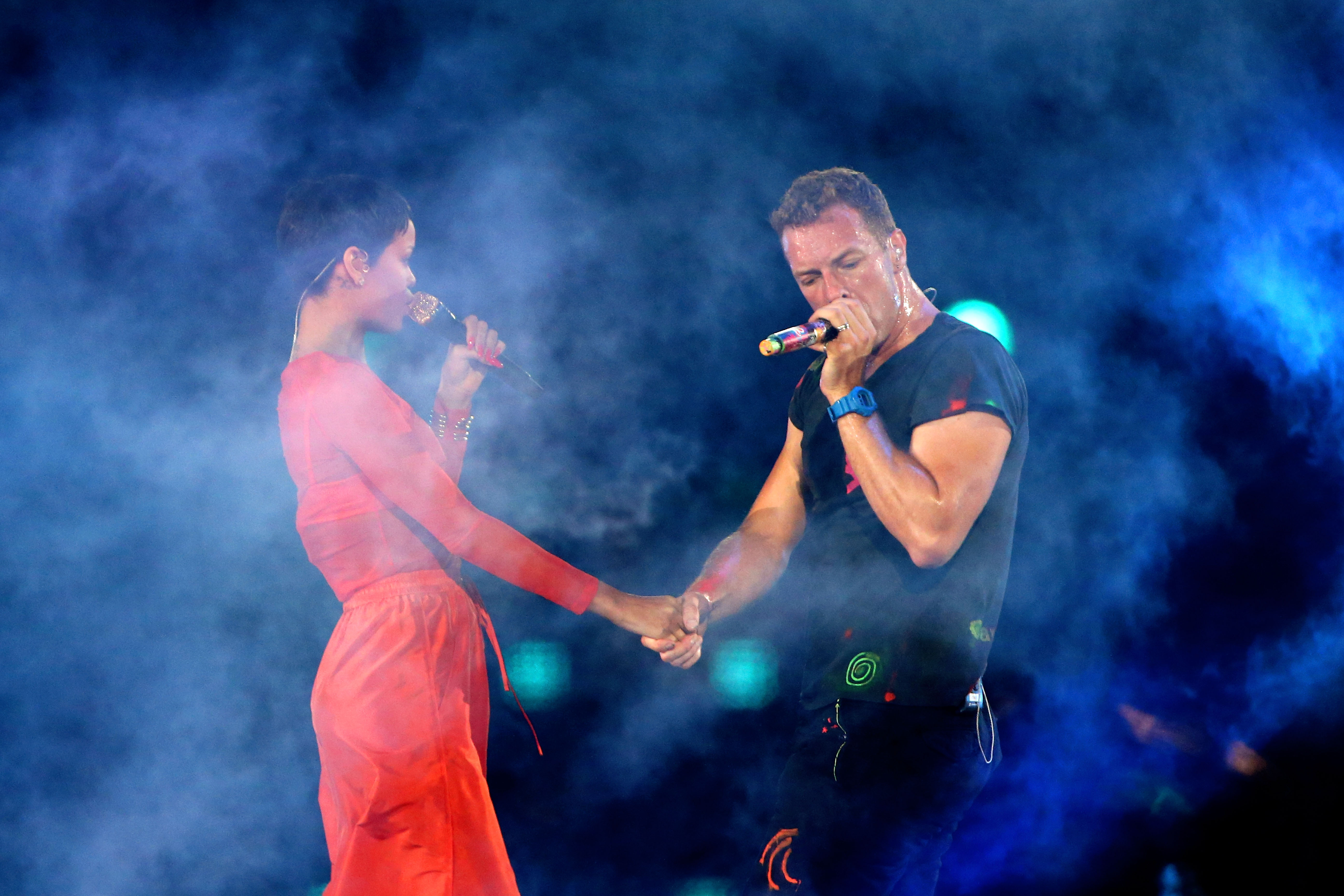 LONDON, ENGLAND - SEPTEMBER 09:  Rihanna performs with Chris Martin of Coldplay during the closing ceremony on day 11 of the