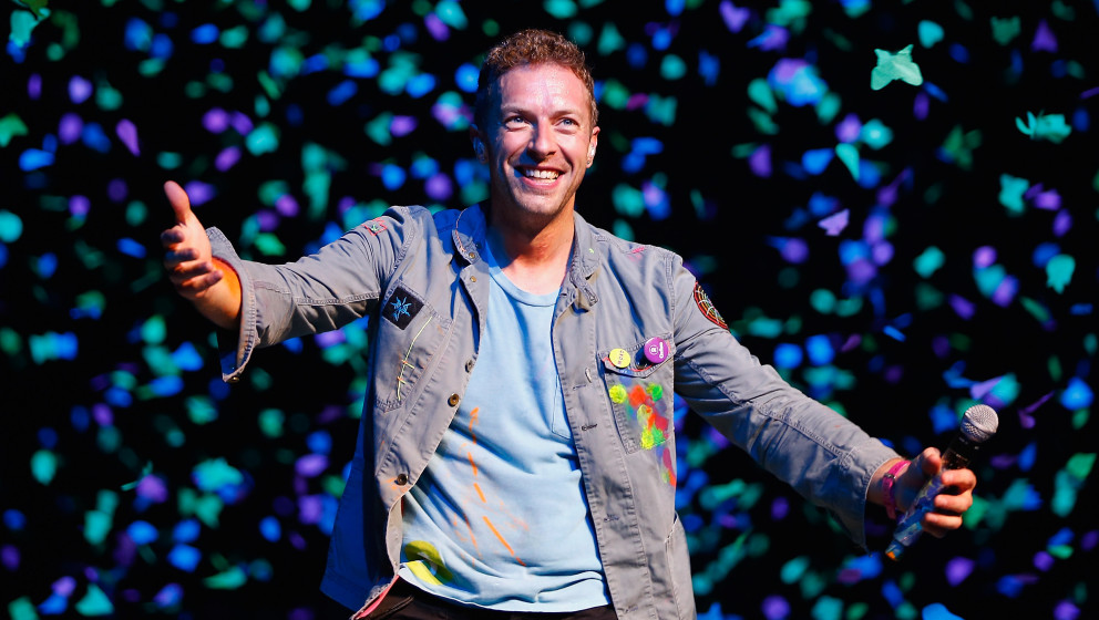 AUCKLAND, NEW ZEALAND - NOVEMBER 10:  Chris Martin of Coldplay performs for fans on November 10, 2012 in Auckland, New Zealan
