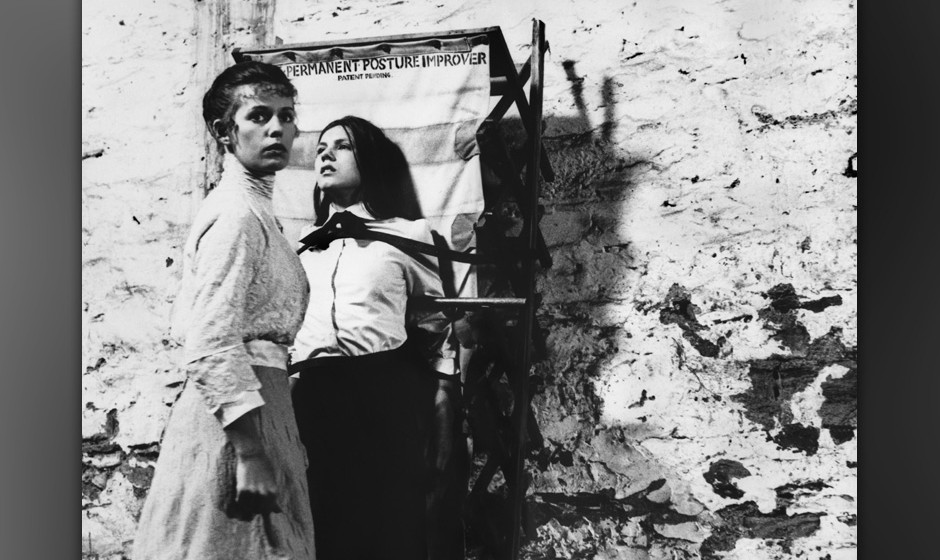 Picknick am Valentinstag (Picnic At Hanging Rock, AUS 1975, Regie: Peter Weir) Helen Morse, Margaret Nelson / Lehrerin findet