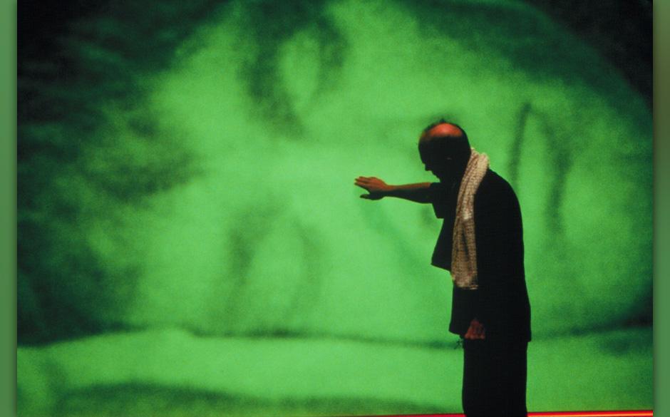 Die Truman Show (The Truman Show, USA 1998, Regie: Peter Weir) Ed Harris / Mann vor grosser Leinwand, Projektion schlafender