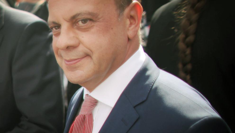 ARCHIV - Der innenpolitischer Sprecher der SPD-Bundestagsfraktion, Michael Hartmann, steht am 23.08.2013 auf einer Wahlkampfv