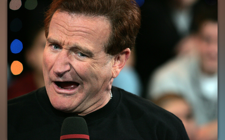 NEW YORK - APRIL 27:  (US TABLOIDS OUT) Actor Robin Williams appears onstage during MTV's Total Request Live at the MTV Times