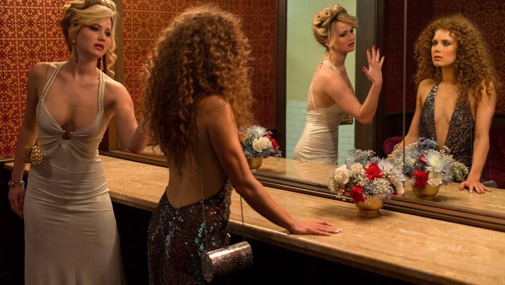 Rosalyn Rosenfeld (Jennifer Lawrence) & Sydney Prosser (Amy Adams) in the Grand Old AC Hotel powder room in Columbia Pict