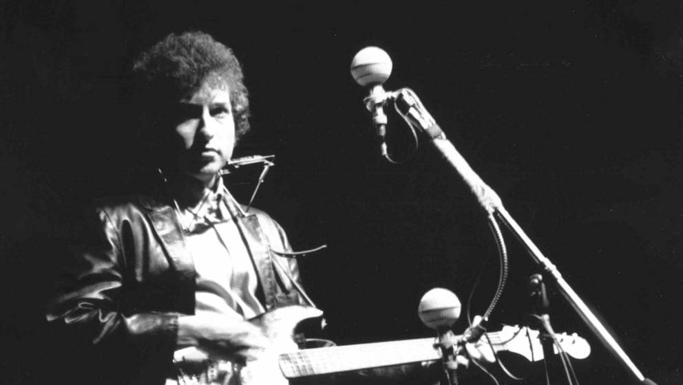 NEWPORT, RI - JULY 25:  Bob Dylan plays a Fender Stratocaster electric guitar for the first time on stage as he performs at t
