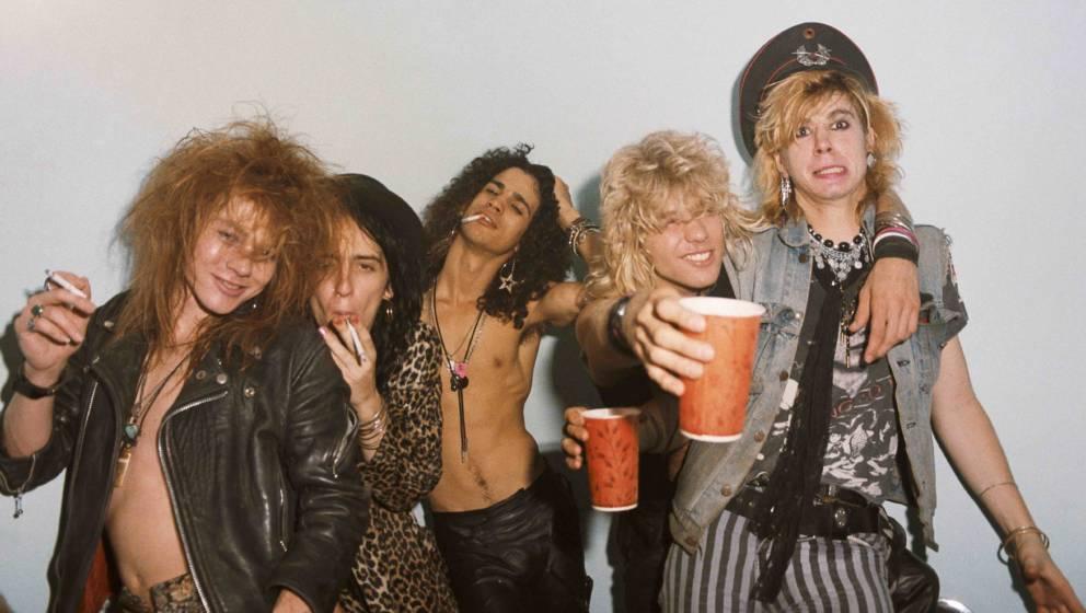 LOS ANGELES - JUNE 28:  (L-R) Axl Rose, Izzy Stradlin, Slash, Steven Adler and Duff McKagan  of the rock group 'Guns n' Roses