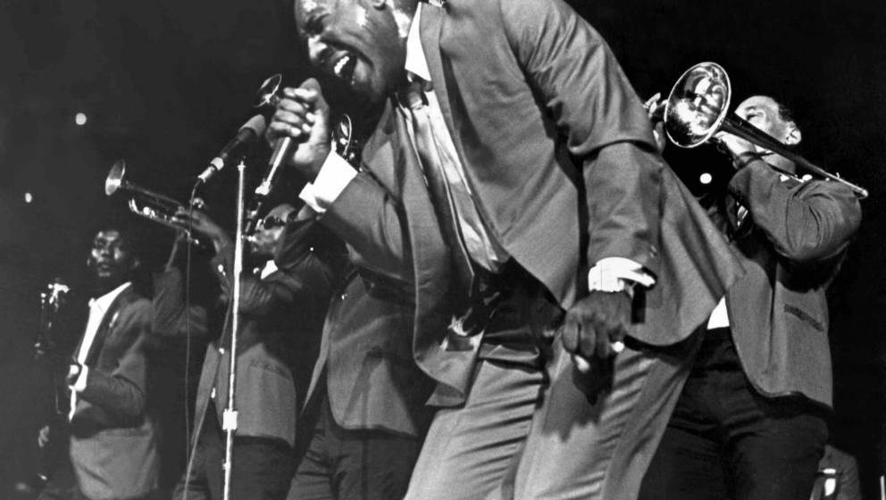 1967: Soul singer Otis Redding passionately sings with his horn section behind him as he performs onstage in 1967. (Photo by