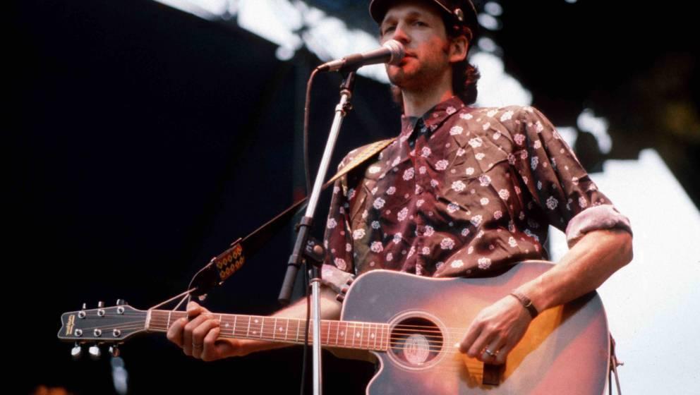 Wolf Maahn performs on stage at the Anti WAAhnsinns Festival held in Burglengenfeld, Germany in July 1989. (Photo by Bernd Mu