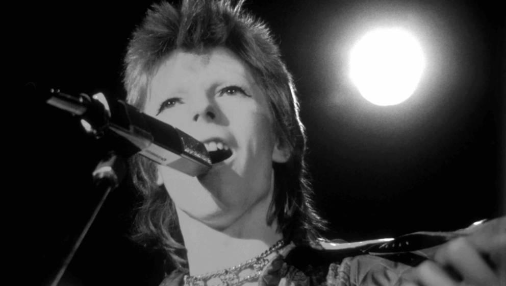 SANTA MONICA, CA - OCTOBER 20:  David Bowie performs at the Santa Monica Civic Auditorium on October 20, 1972 in Santa Monica