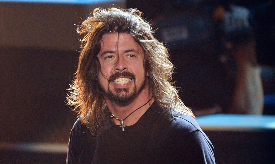 UNIVERSAL CITY, CA - JUNE 05:  Musician Dave Grohl of the Foo Fighters perform onstage during the 2011 MTV Movie Awards at Un
