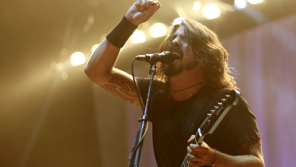 PRAGUE, CZECH REPUBLIC - AUGUST 15:  Musician Dave Grohl of U.S. rock band Foo Fighters performs live onstage during a concer