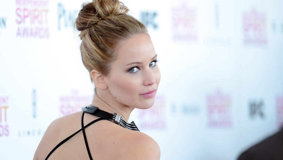 SANTA MONICA, CA - FEBRUARY 23:  Actress Jennifer Lawrence attends the 2013 Film Independent Spirit Awards at Santa Monica Be