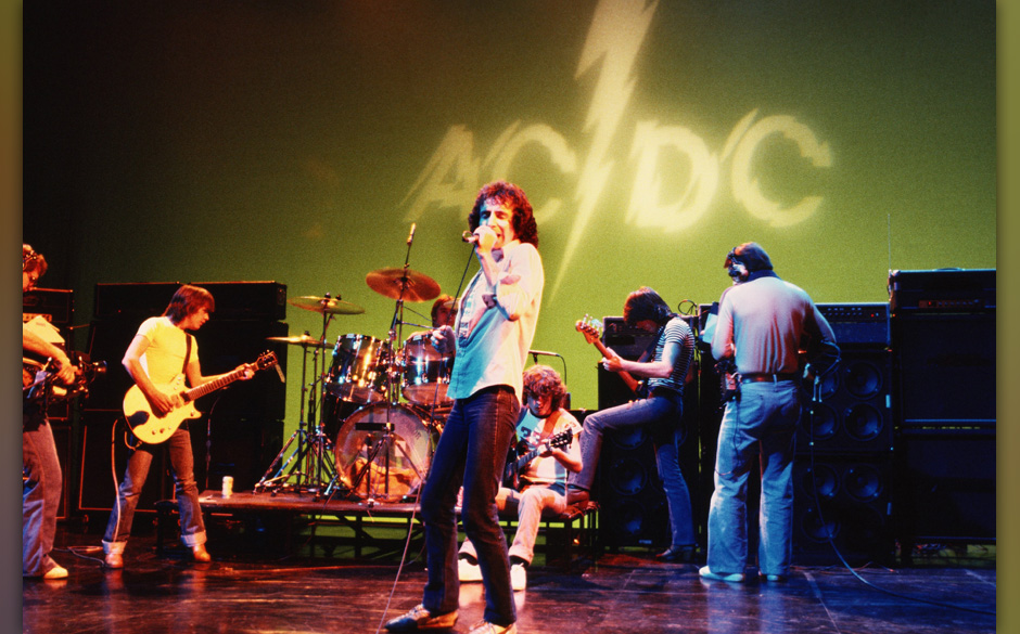 HOLLYWOOD - CIRCA 1977:  Rhythm guitarist Malcolm Young, drummer Phil Rudd, singer Bon Scott, lead guitarist Angus Young, and