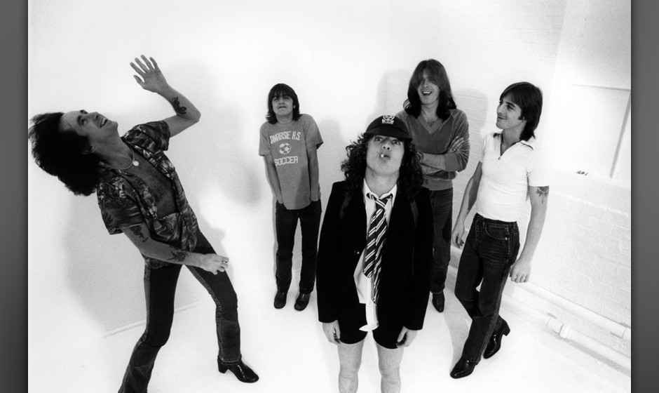 UNITED KINGDOM - AUGUST 01:  Photo of AC DC and AC/DC and Angus YOUNG and Bon SCOTT and Malcolm YOUNG and Phil RUDD and Cliff
