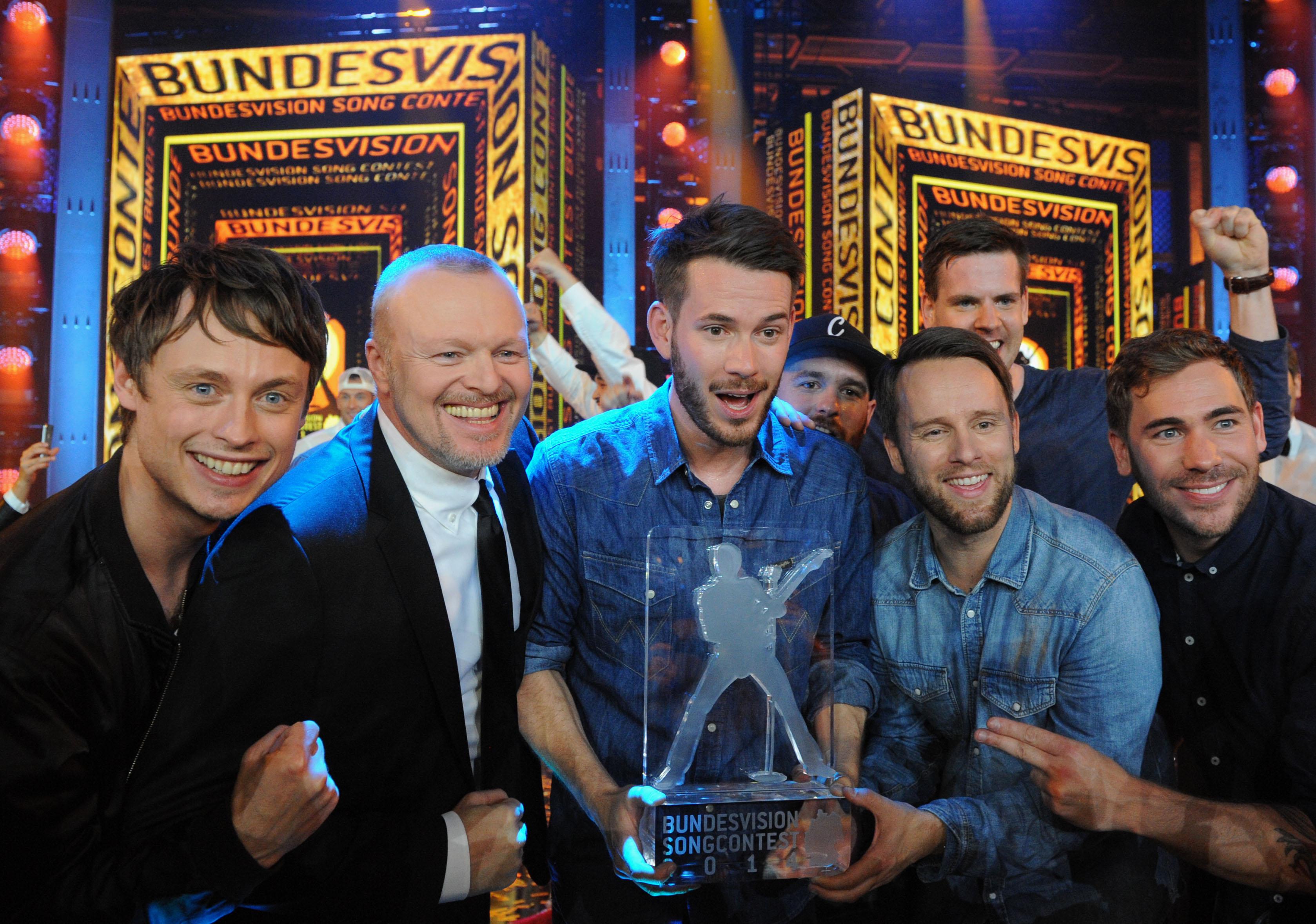 GOETTINGEN, GERMANY - SEPTEMBER 20: Entertainer Stefan Raab (2nd L) and Revolverheld from Bremen hold the winner's award at