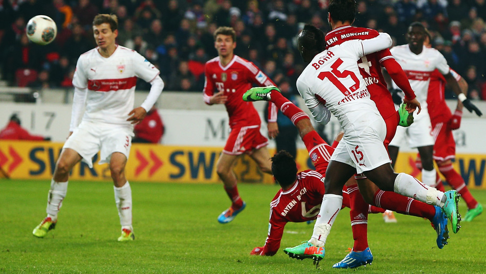 STUTTGART, GERMANY - JANUARY 29: Thiago Alcantara of Muenchen scores his team's second goal during the Bundesliga match betwe