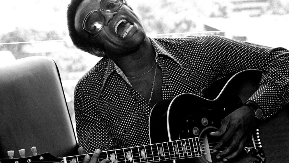 LOS ANGELES: Bobby Womack performs in Los Angeles in 1974 (Photo by Gijsbert Hanekroot/Redferns)
