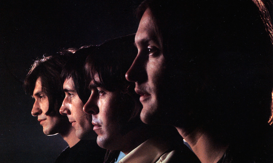 UNSPECIFIED - JANUARY 01:  (AUSTRALIA OUT) Photo of KINKS and Ray DAVIES and Dave DAVIES and Mick AVORY and John DALTON; L-R
