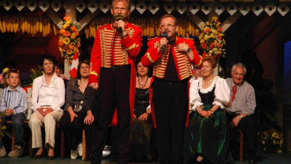 Henning Krautmacher (links, Band-Chef, Gitarrist und Sänger Mundart-Musikgruppe 'De Höhner') mit Musiker der Band, ARD/ORF/