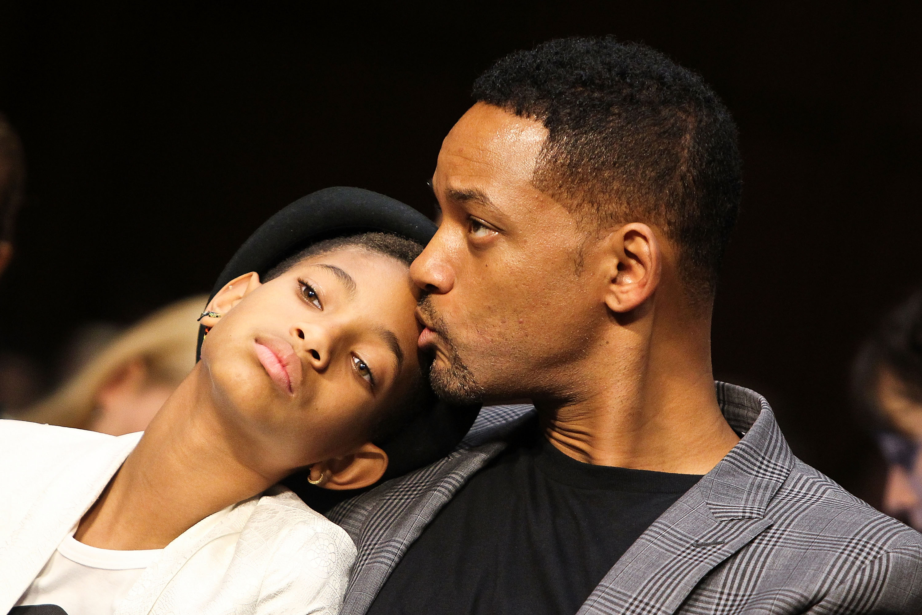WASHINGTON, DC - JULY 17:  Will Smith (R) give his daughter, Willow Smith, a kiss during the 'The Next Ten Years In The Fight