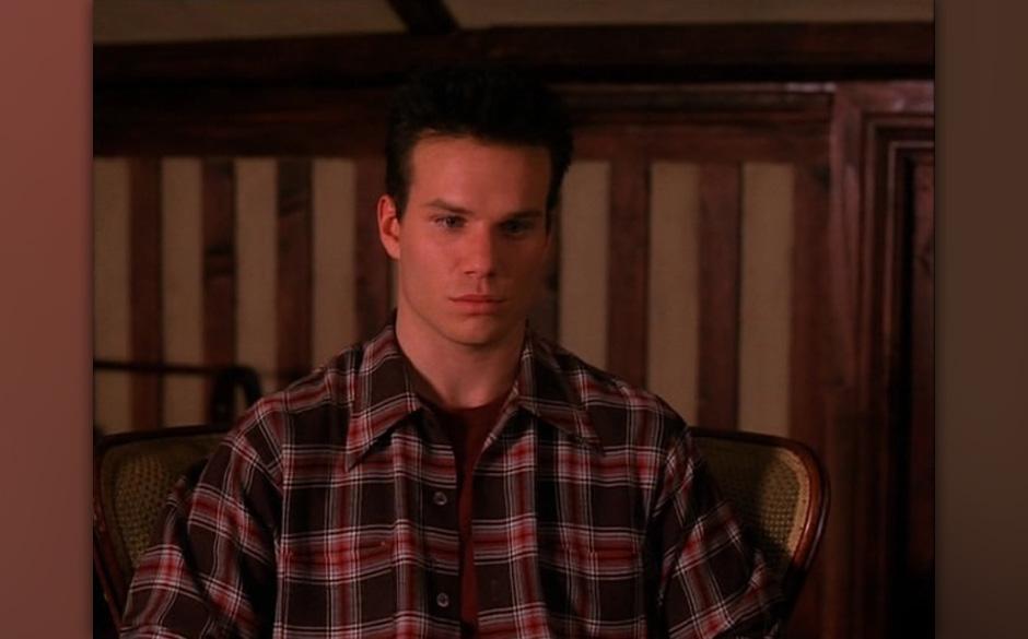 James Hurley (James Marshall). Marshall war trotz Hauptrolle sicherlich nicht der beste Schauspieler. Dennoch wäre sein Pseu
