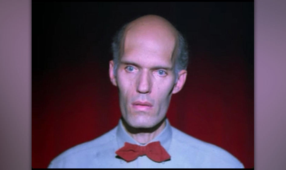 Der Riese (Carel Struyken). Hat seine großen Auftritte in der Serie vor allem in Coopers Visionen.   Wahrscheinlichkeit: 65%