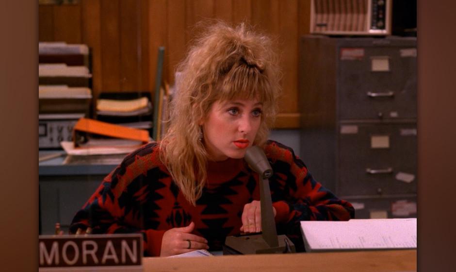 Lucy Moran (Kimmy Robertson). Die leicht doofe Lucy mit der Piepsstimme war zu keiner Zeit in 'Twin Peaks' durch irgendwas ge