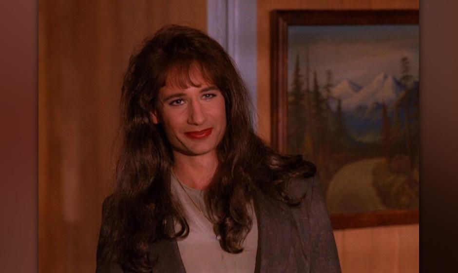 Dennis / Denise Bryson (David Duchovny). David Duchovny spielte vor 'Akte X' den crossdressenden Agenten in vier Folgen der z