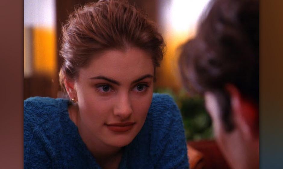 Shelly Johnson (Mädchen Amick). Eines der 'Twin Peaks'-Girls: Arbeitet  im Double R Diner, wird von ihrem gewalttätigen Ehe