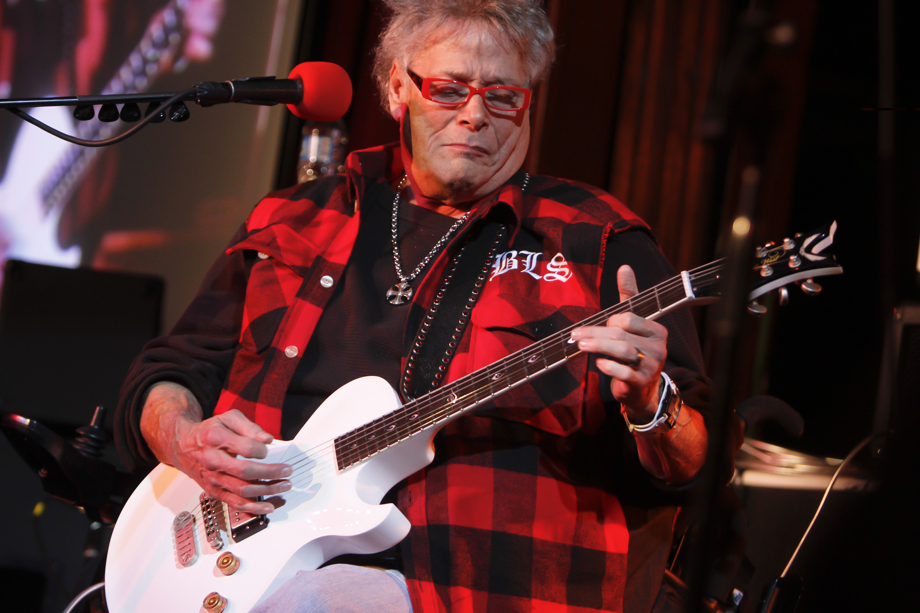 NEW YORK, NY - JANUARY 31: Leslie West of Mountain performs at B.B. King Blues Club & Grill on January 31, 2012 in New Yo