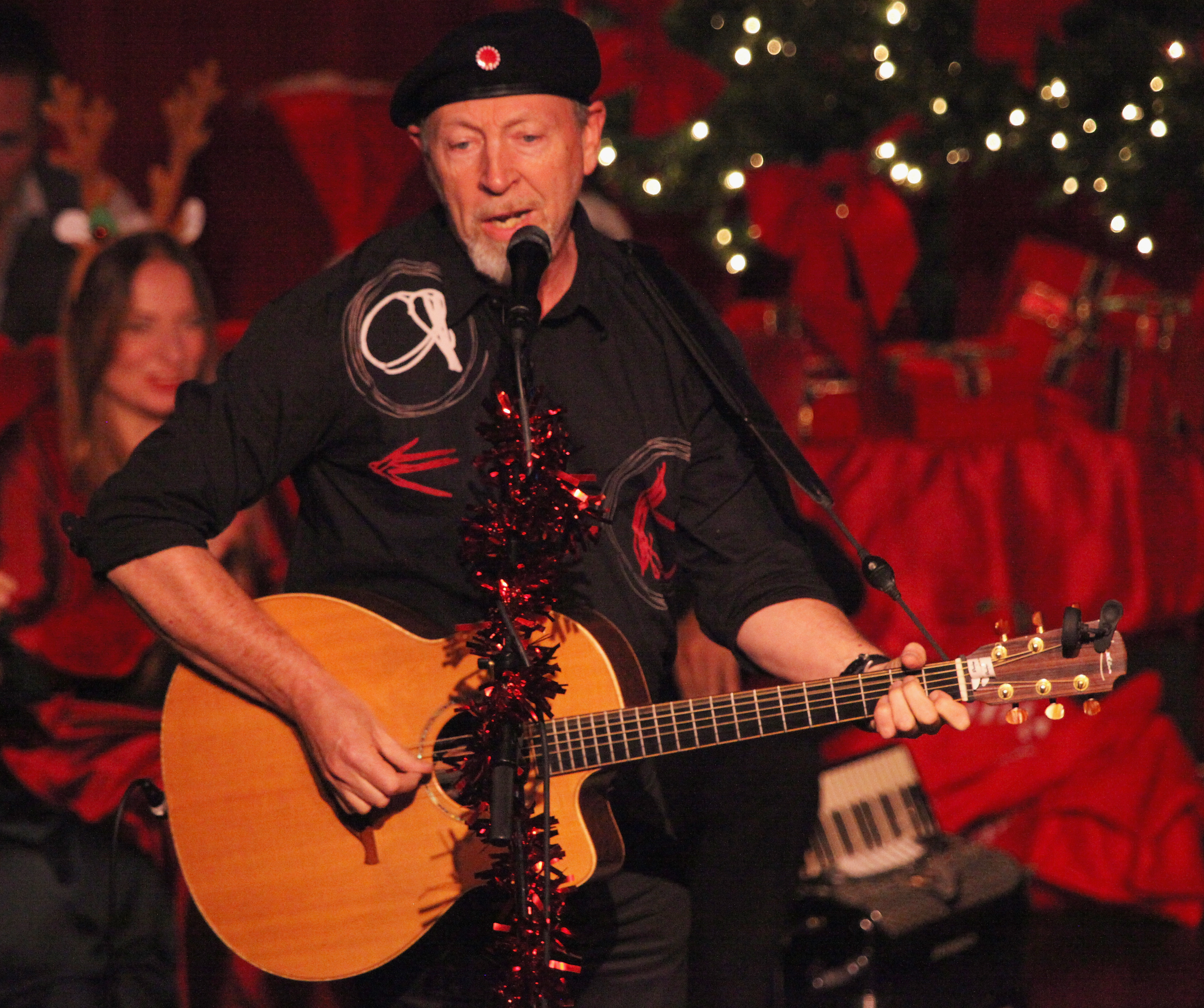 LOS ANGELES, CA - DECEMBER 14:  Richard Thompson attends the Judith Owen and Harry Shearer's Holiday Sing-Along held at the L