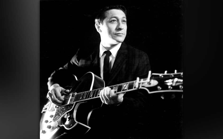 CIRCA 1958:  Guitarist Scotty Moore plays a hollow Body electric guitar in circa 1958. (Photo by Michael Ochs Archives/Getty