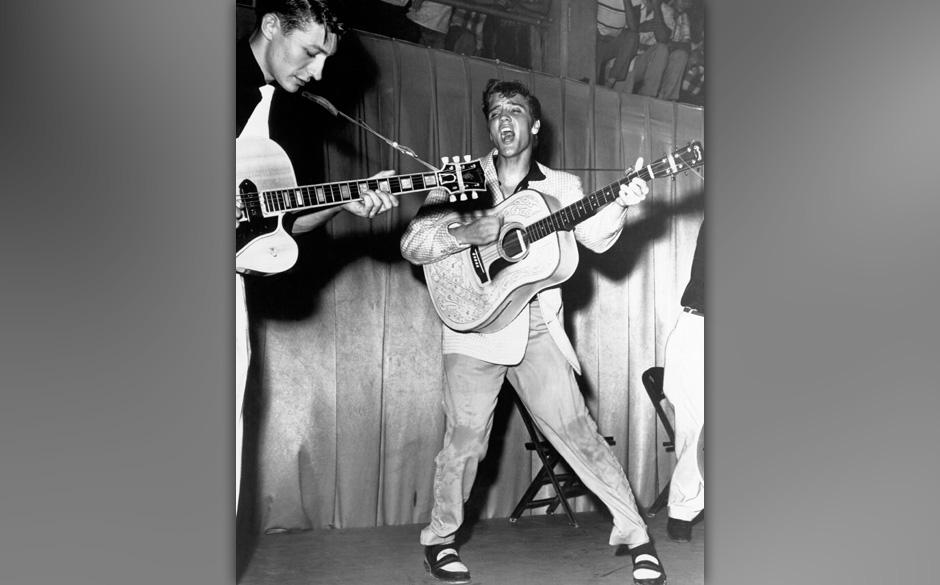 Elvis Presley, 1956, Unknown location. Left Scotty Moore, Right Bill Black.