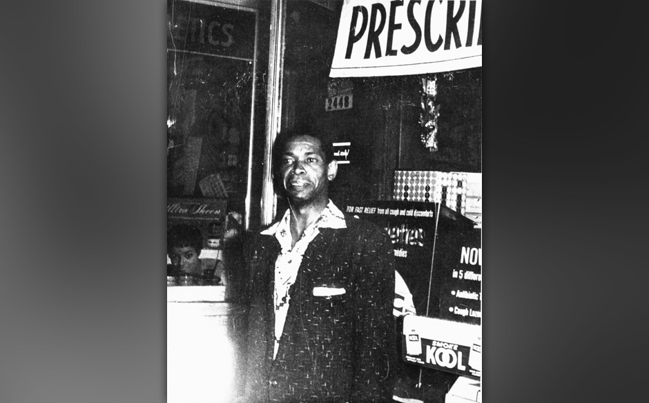 UNSPECIFIED - JANUARY 01:  Photo of Elmore JAMES  (Photo by Gems/Redferns)