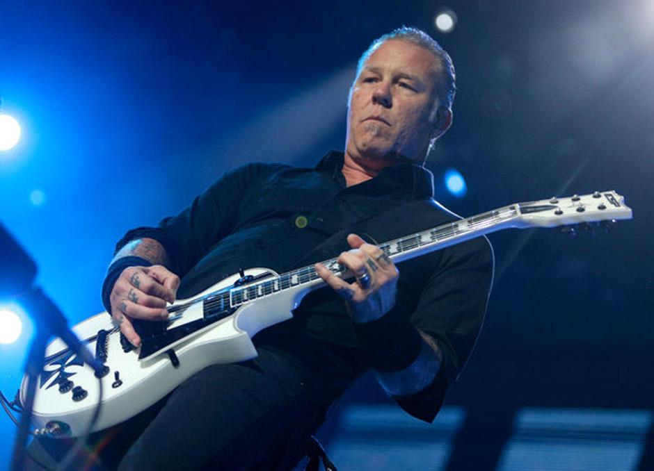 James Hetfield, S‰nger der Band Metallica steht am 04.06.2014 in Hamburg auf der B¸hne der Imtech-Arena. Die US-Band Metal