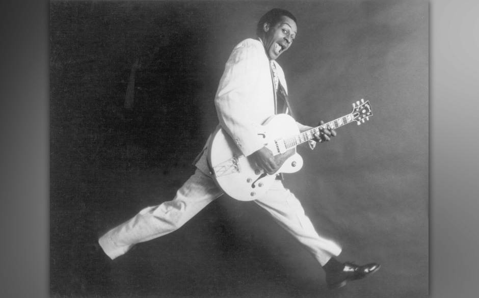 CIRCA 1958:  Rock and roll musician Chuck Berry poses for a portrait holding his Gibson hollowbody electric guitar in circa 1