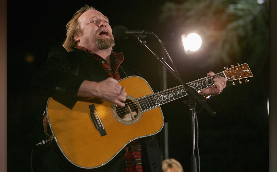 SACRAMENTO, CA - DECEMBER 2:  Musician Stephen Stills performs during the 73rd annual Christmas Tree Lighting Ceremony Decemb