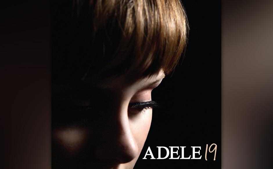 Die kraftvolle, klare Stimme von Adele kann selbst gestandene Männer zum Heulen bringen. Auf dem Coverbild von '19' präsent