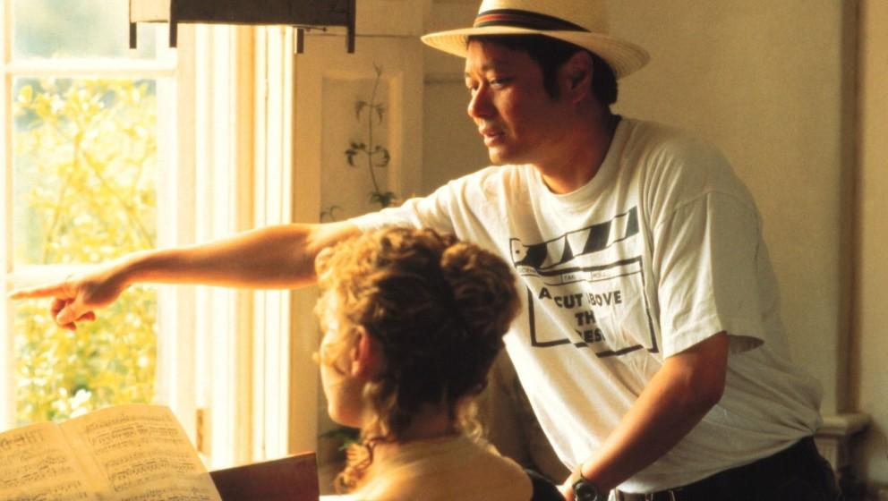 Regisseur Ang Lee mit Kate Winslet bei den Dreharbeiten zu 'Sinn und Sinnlichkeit' (Sense and Sensibility, USA/GB 1995) / Per