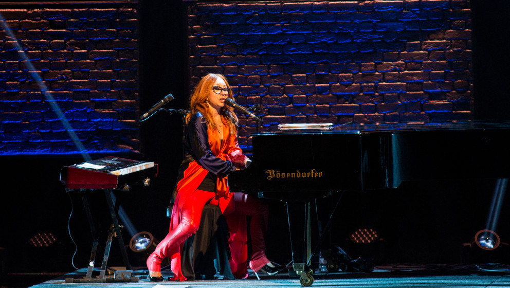 CHICAGO, IL - AUGUST 05:  Tori Amos performs at the Chicago Theatre on August 5, 2014 in Chicago, Illinois.  (Photo by Josh B