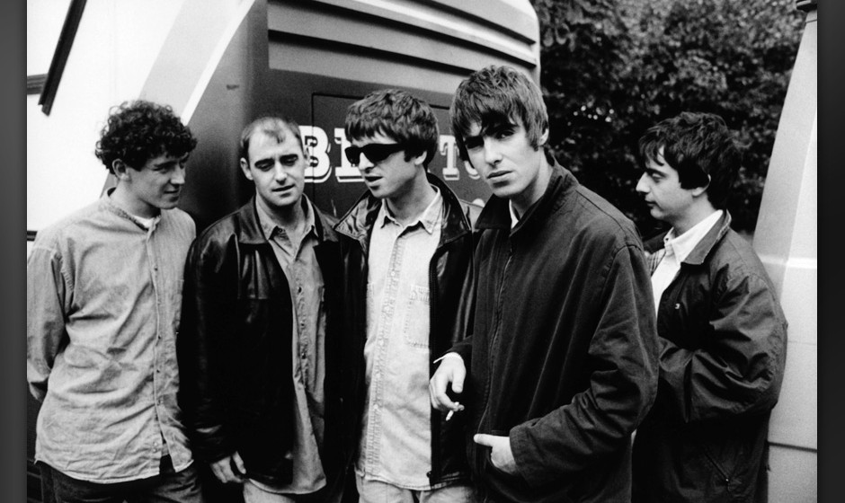 NETHERLANDS - JANUARY 01:  NETHERLANDS  Photo of Liam GALLAGHER and Noel GALLAGHER and OASIS, L-R:Tony McCarroll, Paul 'Boneh